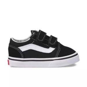 VANS Toddler Old Skool V Sneaker in Black